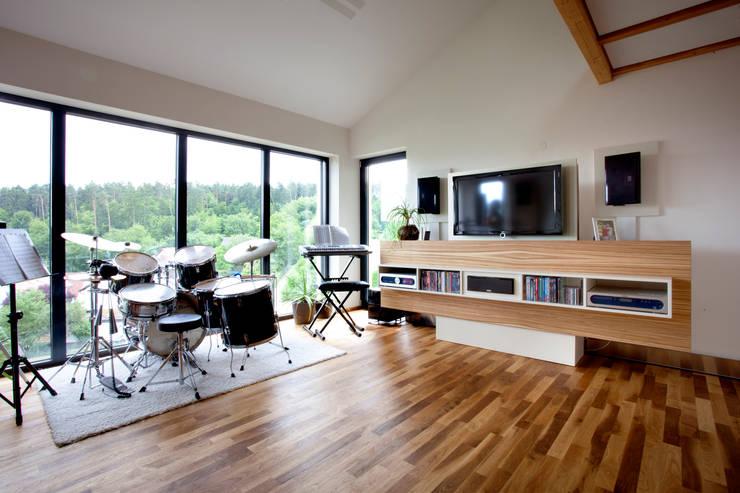 modern Media room by Klaus Geyer Elektrotechnik