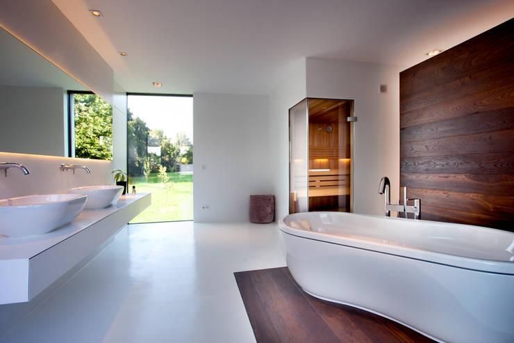 Baños de estilo  por Klaus Geyer Elektrotechnik