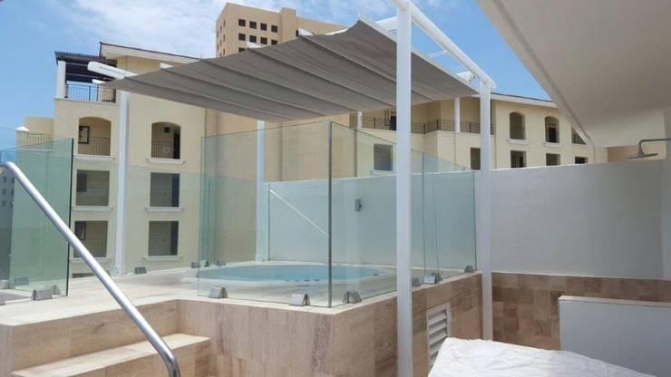 Balcones y terrazas de estilo  de GAVIOTA MEXICO