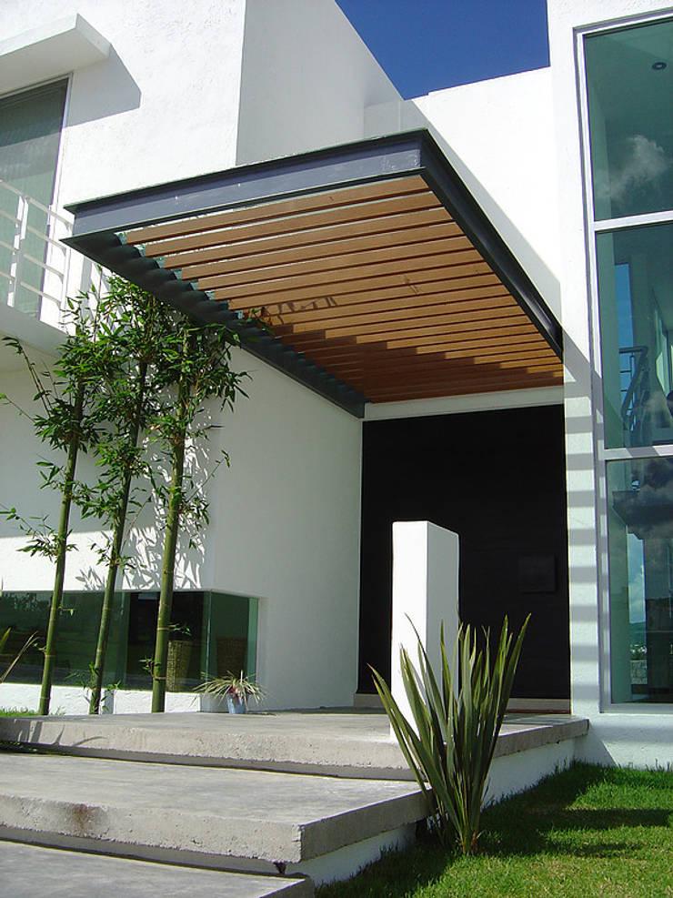 Pergolado Madera: Casas de estilo  por AParquitectos