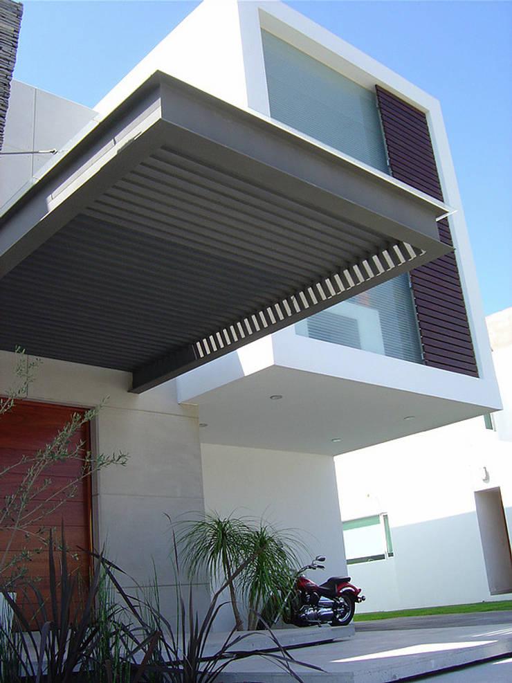 Pergolado: Casas de estilo  por AParquitectos
