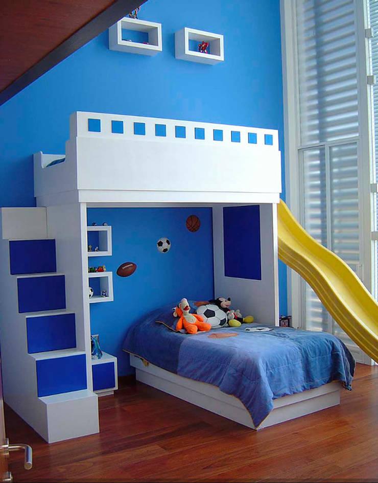 Recámara niño: Recámaras infantiles de estilo  por AParquitectos