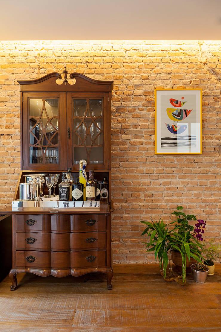 Living room by Tria Arquitetura