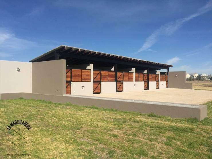 Rancho XAQRO: Casas de estilo  por La Maquiladora / taller de ideas