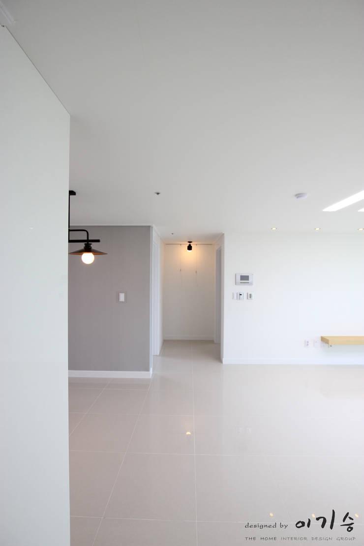 Salas / recibidores de estilo  por 더홈인테리어, Moderno
