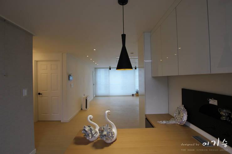 둔산동 한마루아파트 37평형: 더홈인테리어의  주방,모던
