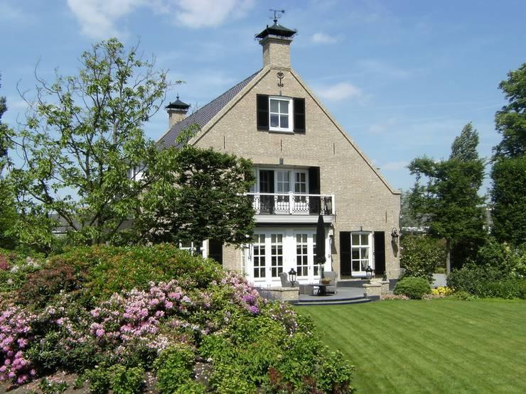"""Notariswoning Villa """"De Hofstede"""":  Huizen door Brand BBA I BBA Architecten"""