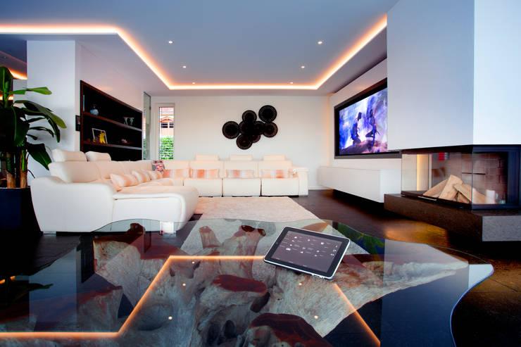 غرفة المعيشة تنفيذ Klaus Geyer Elektrotechnik