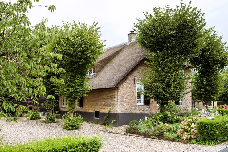 Casas rústicas por Brand BBA I BBA Architecten