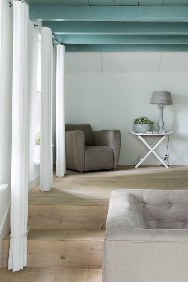 Restauratie Boerderij:  Woonkamer door Brand BBA I BBA Architecten, Rustiek & Brocante