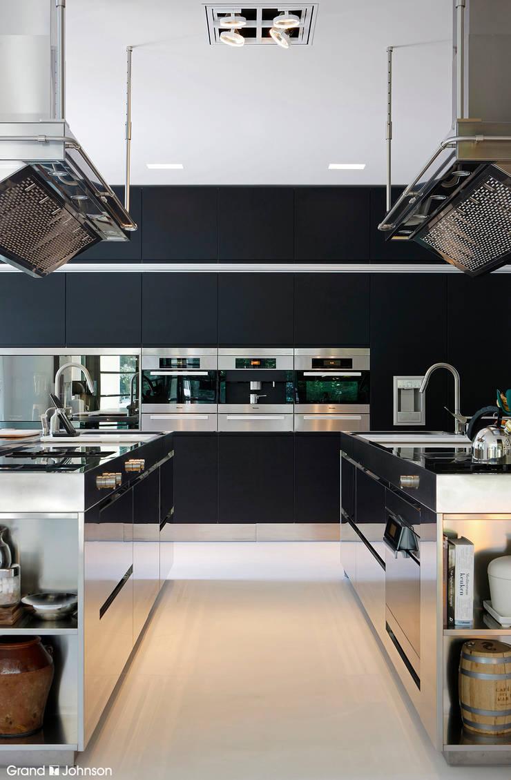 Kitchen:  Keuken door Grand & Johnson, Modern