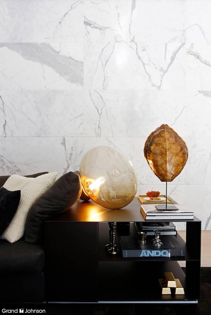 Detail living room:  Badkamer door Grand & Johnson, Modern