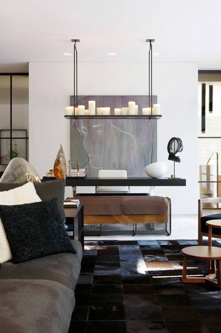 Living room:  Badkamer door Grand & Johnson, Modern