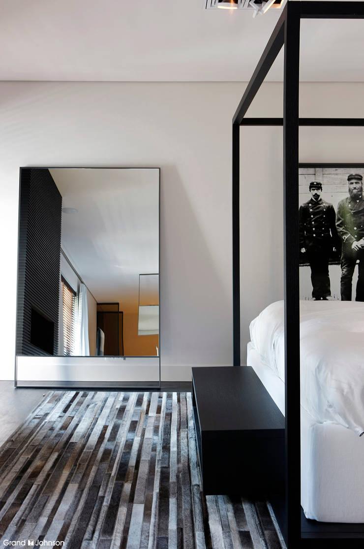 Bedroom:  Slaapkamer door Grand & Johnson, Modern