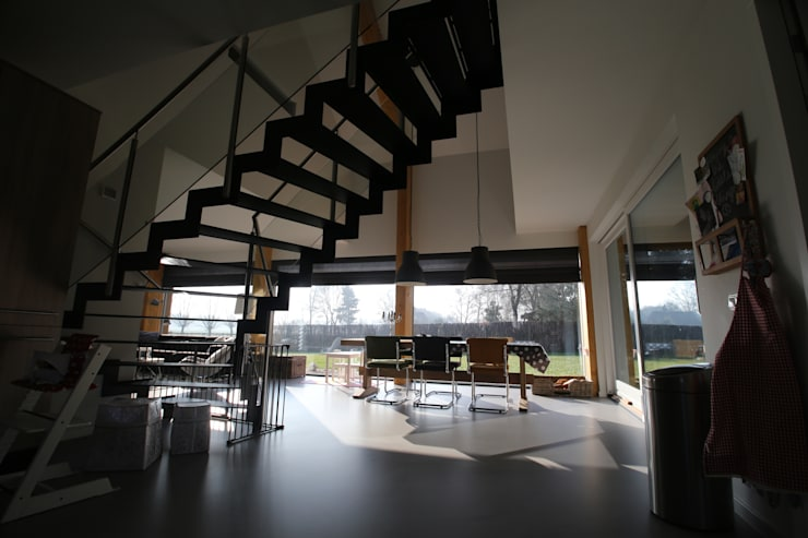 Cocinas de estilo  por STUDIO = architectuur, Moderno Madera Acabado en madera