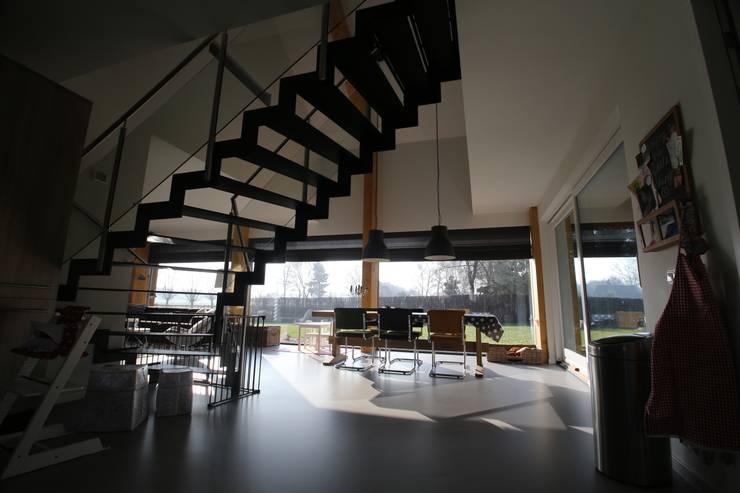 Dapur oleh STUDIO = architectuur, Modern Kayu Wood effect