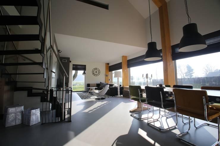 Phòng khách theo STUDIO = architectuur, Tối giản