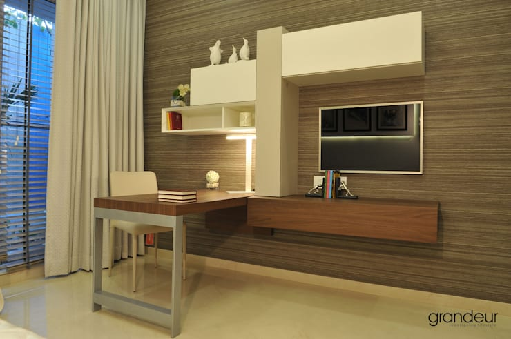Study desk composition:  Study/office by Grandeur Interiors