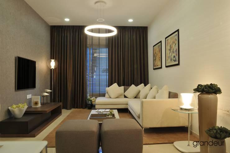 Informal living room.:  Living room by Grandeur Interiors