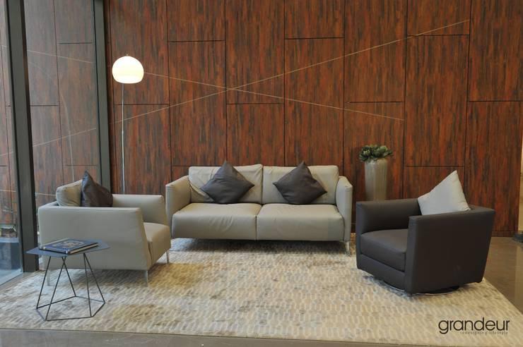 Living room.:  Living room by Grandeur Interiors