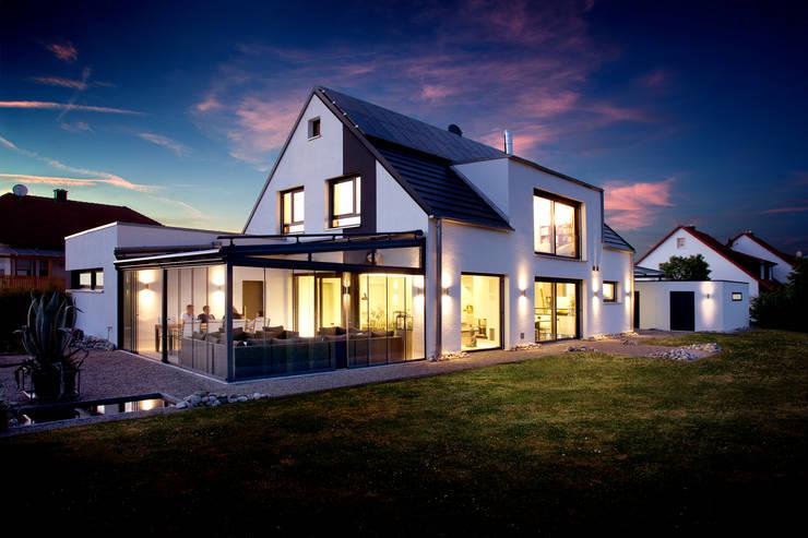 Casas de estilo  por Klaus Geyer Elektrotechnik