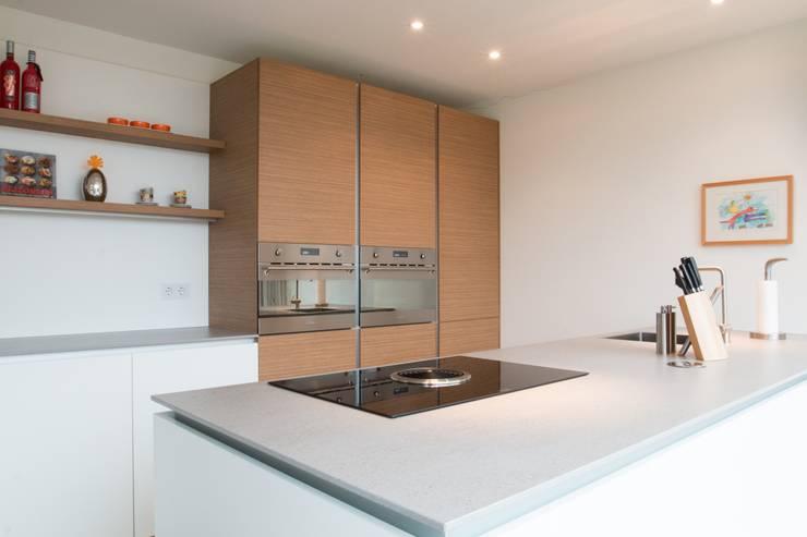Moderne keuken: moderne Keuken door Architect2GO