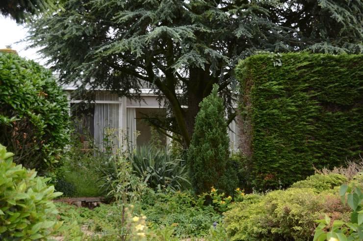 oude situatie vanuit tuin:  Huizen door Architect2GO