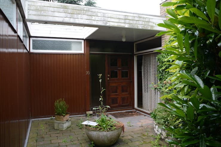 Entrée bungalow oude situatie:  Huizen door Architect2GO