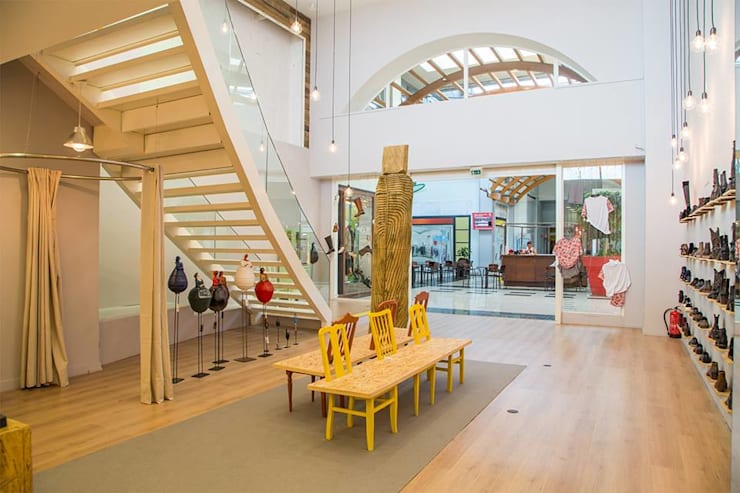 The Feeting Room – Arrábida shopping: Escritório e loja  por FM+DA arquitetos