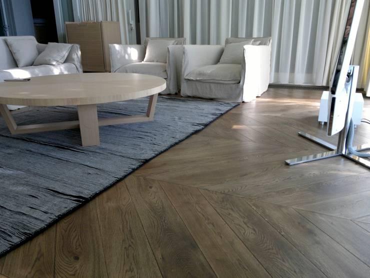 Chambre de style  par Holz + Floor GmbH   Thomas Maile   Innovative Bodensysteme seit 1997