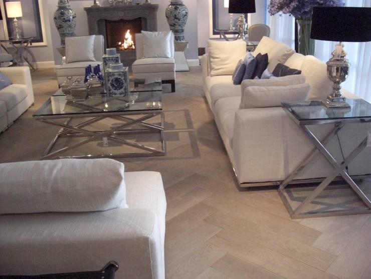Salon de style  par Holz + Floor GmbH   Thomas Maile   Innovative Bodensysteme seit 1997