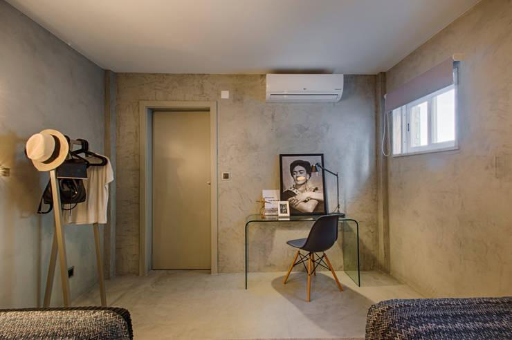 Casa de Praia : Quartos  por Santiago   Interior Design Studio