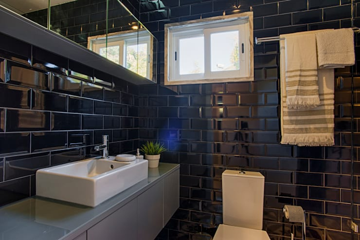 Casa de Praia : Casas de banho industriais por Santiago   Interior Design Studio