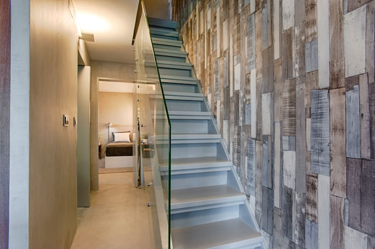 Casa de Praia : Corredores e halls de entrada  por Santiago   Interior Design Studio