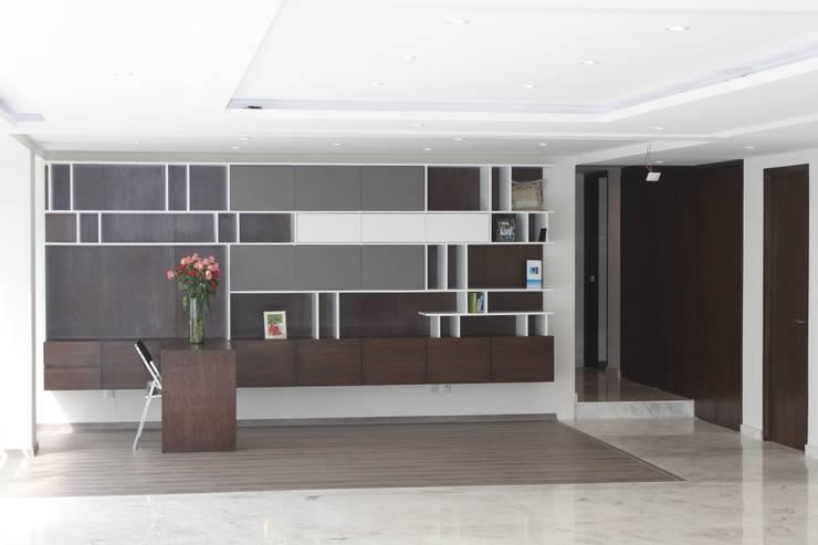 CASA T-B: Estudios y oficinas de estilo  por IARKITECTURA