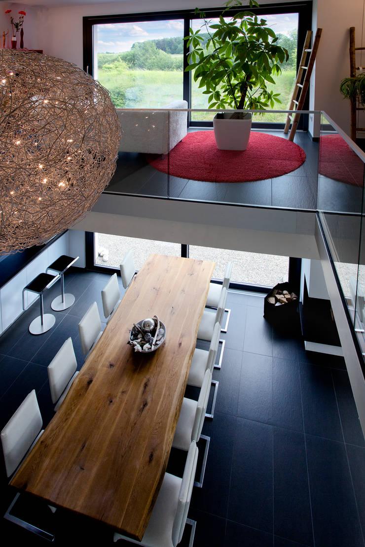 Dining room by Klaus Geyer Elektrotechnik, Mediterranean