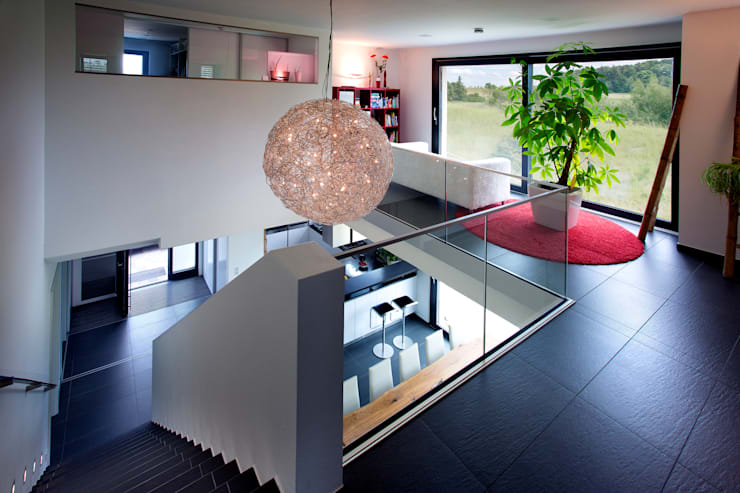 Salas de entretenimiento de estilo  por Klaus Geyer Elektrotechnik