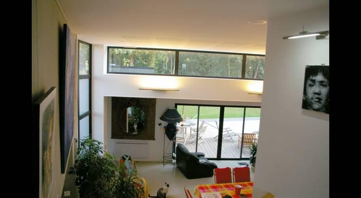 MAISON P: Fenêtres de style  par Pierre Albertson