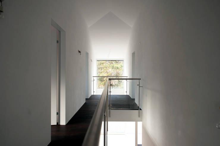 Коридор и прихожая в . Автор – Mader Marti Architektur ETH SIA