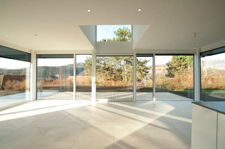 moderne Eetkamer door Mader Marti Architektur ETH SIA