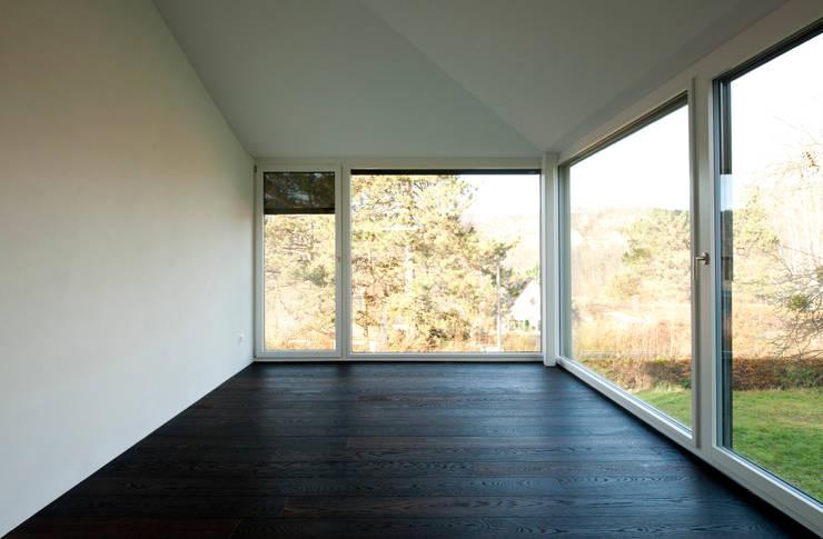 Спальни в . Автор – Mader Marti Architektur ETH SIA