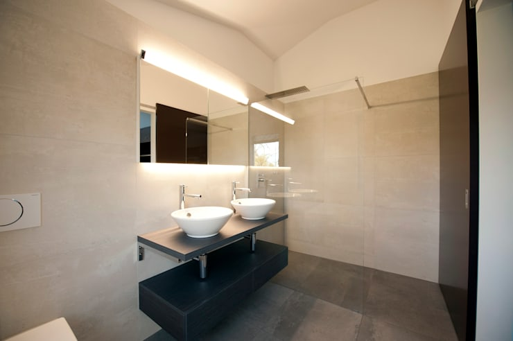 moderne Badkamer door Mader Marti Architektur ETH SIA