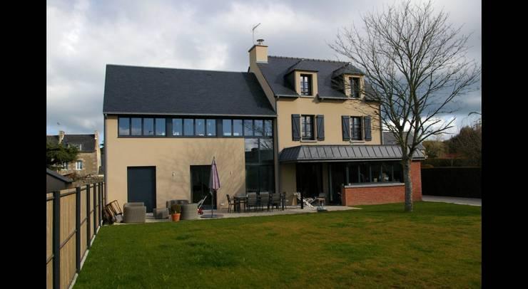 Дома в . Автор – Pierre Albertson