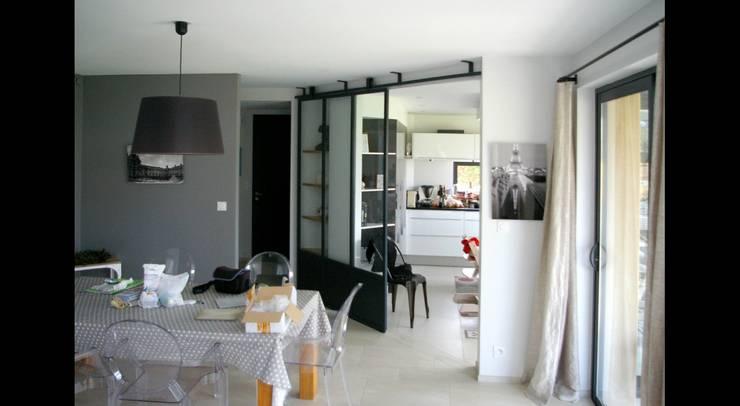 MAISON C: Fenêtres de style  par Pierre Albertson