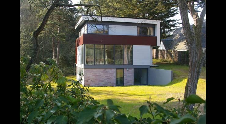 MAISON M: Maisons de style de style Moderne par Pierre Albertson