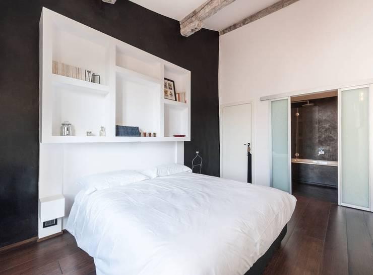 Ristrutturazione residenziale a Firenze: Camera da letto in stile  di de vita e fici architetti associati