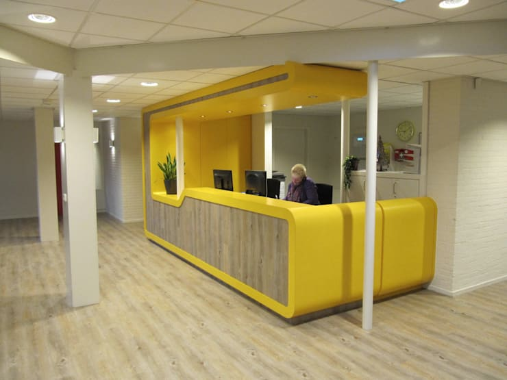Polikliniek GGZ Drenthe:  Gezondheidscentra door AP-Interieurarchitect, Modern