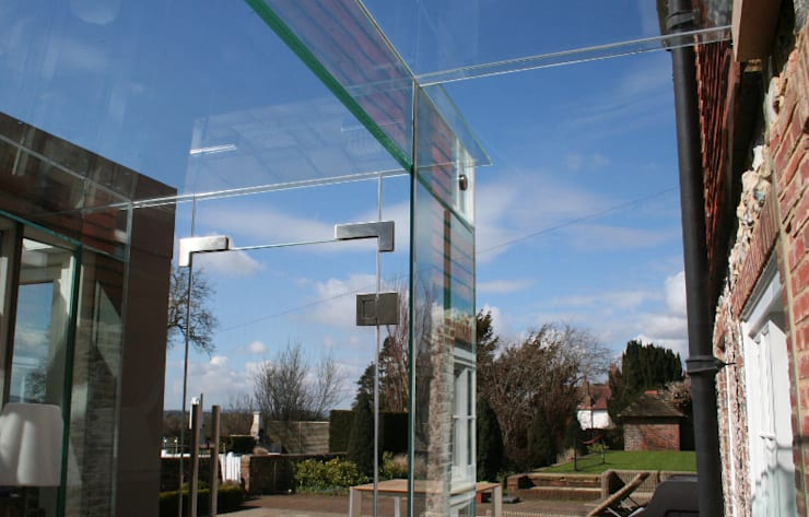 Glass door in glass linkway :  Houses by Ion Glass