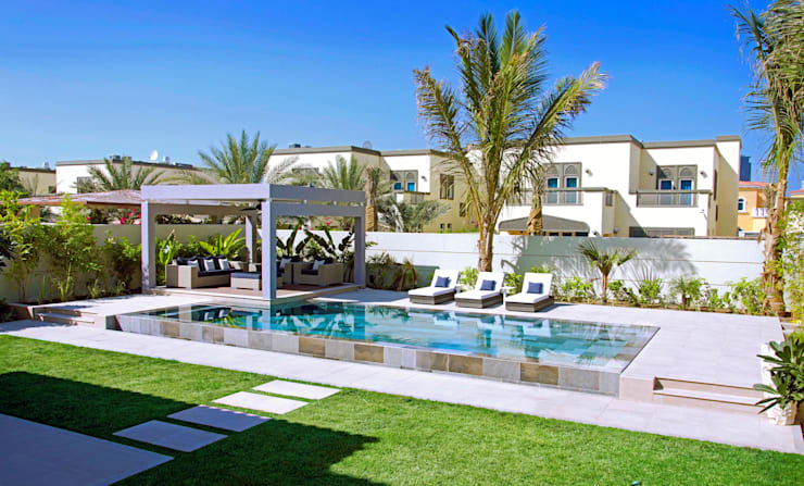 Piscinas de estilo  por Xterior Landscaping and Pools