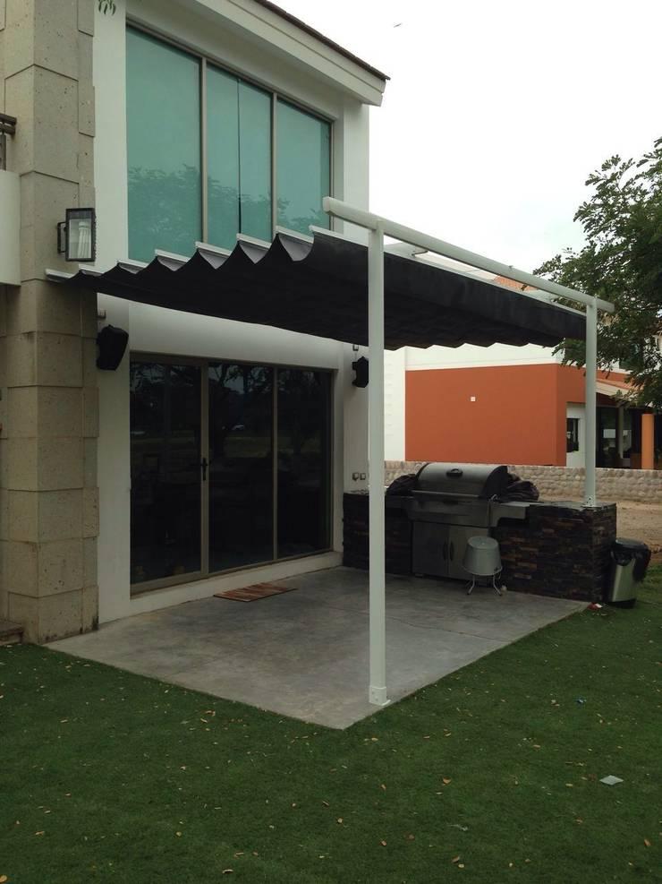 PALILLERIA ZEN PARED-PORTERIA (2 PATAS) Sistema retractil: Jardín de estilo  por HLA181026V73
